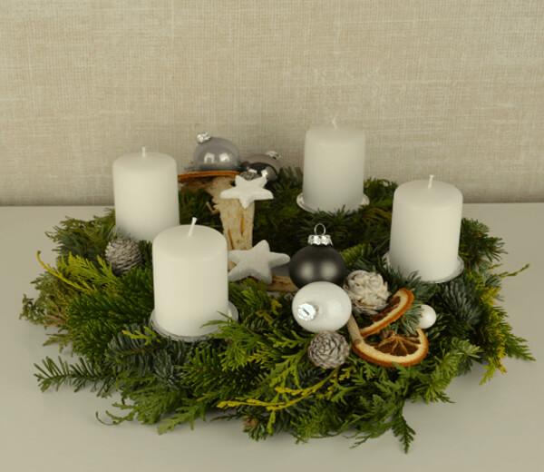 adventskr nze und weihnachtsgesteckeblumenversand edelwei. Black Bedroom Furniture Sets. Home Design Ideas