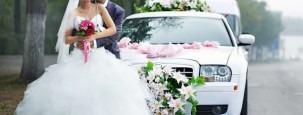 Blumenschmuck für das Auto zur Hochzeit