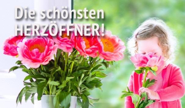 Kind mit rosa Blumen