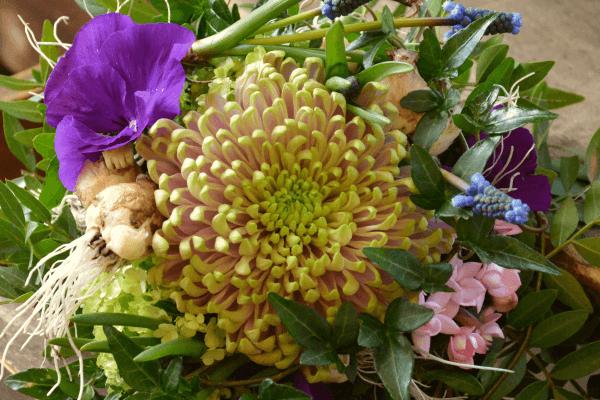 Die Kunst des Blumenbindens