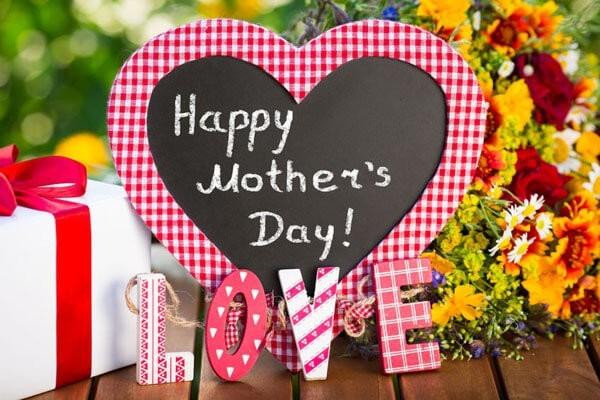 Blumen zum Muttertag und andere Geschenke