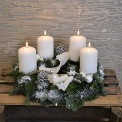 Adventskranz mit 4 Kerzen in weiß